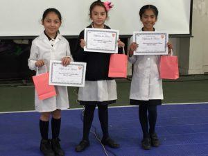 De Izquierda a derecha: Antonia de la Hoz , Gabriela Rojas , Belen Flores de 3° Basico